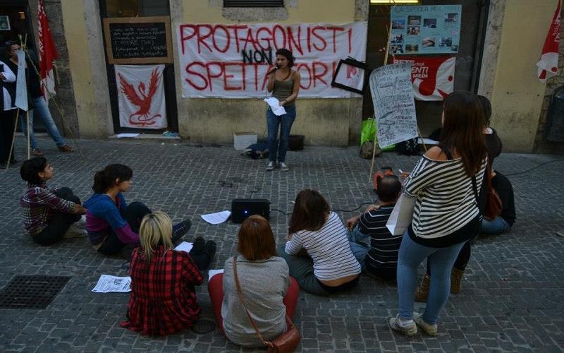 Ascoli, studenti in piazza