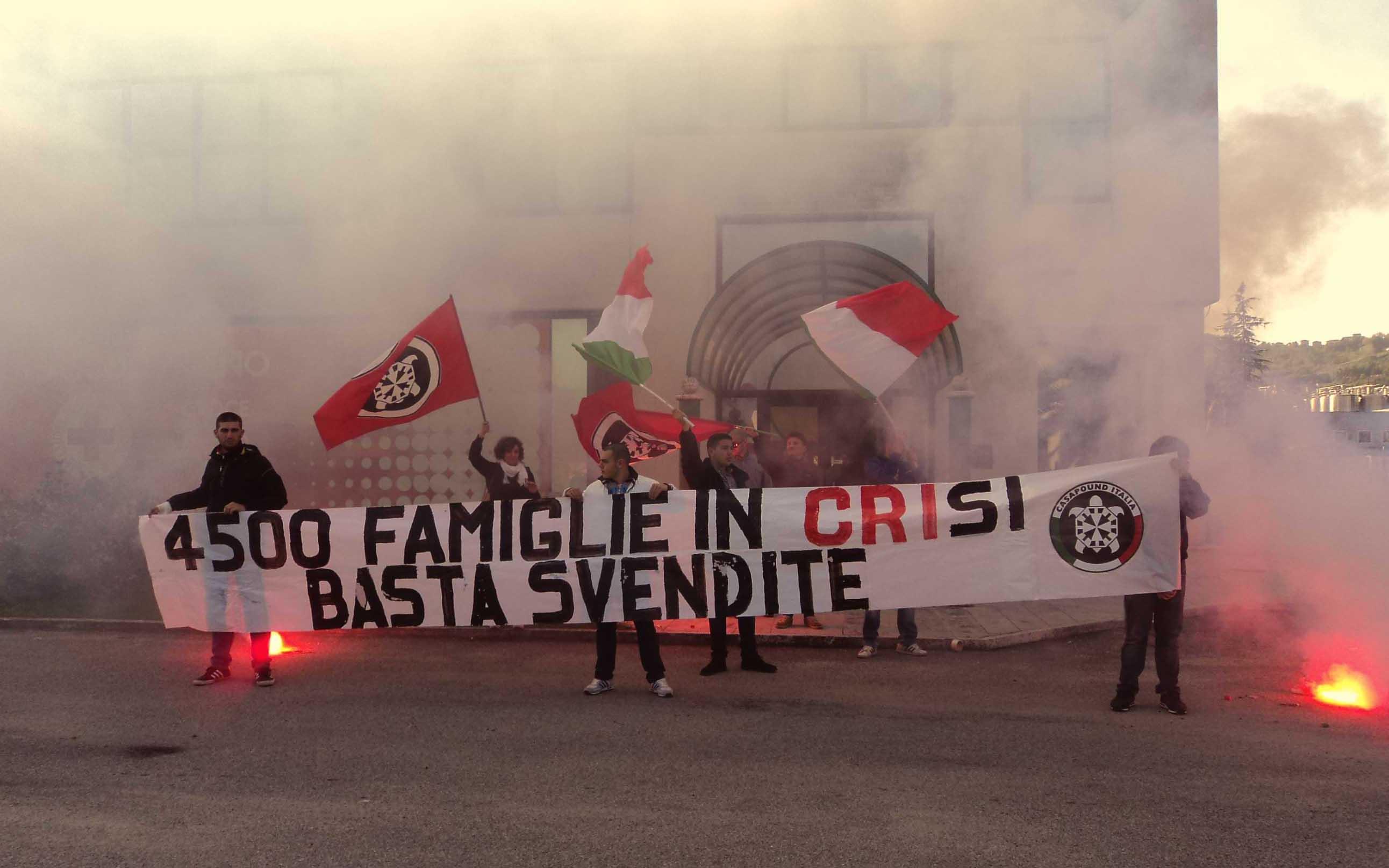 CasaPound protesta contro lo smantellamento della Croce Rossa Italiana