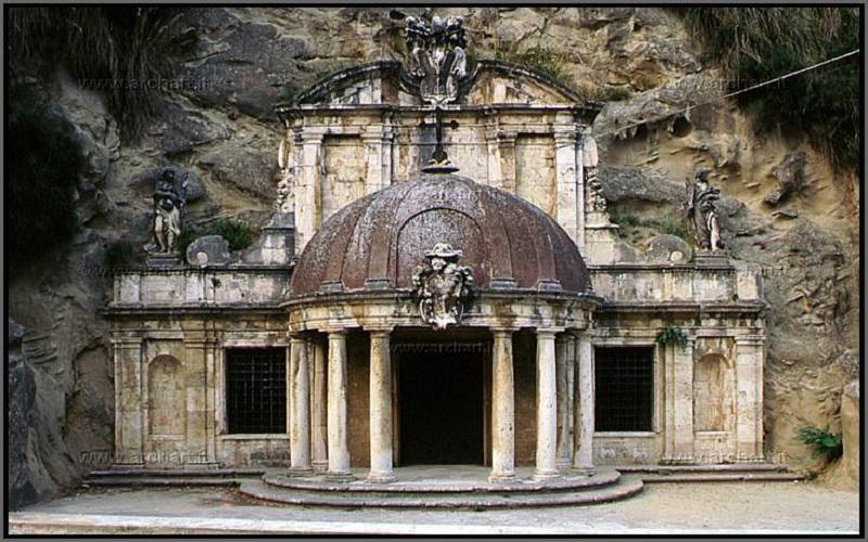 Sant' Emidio alle Grotte, simbolo FAI