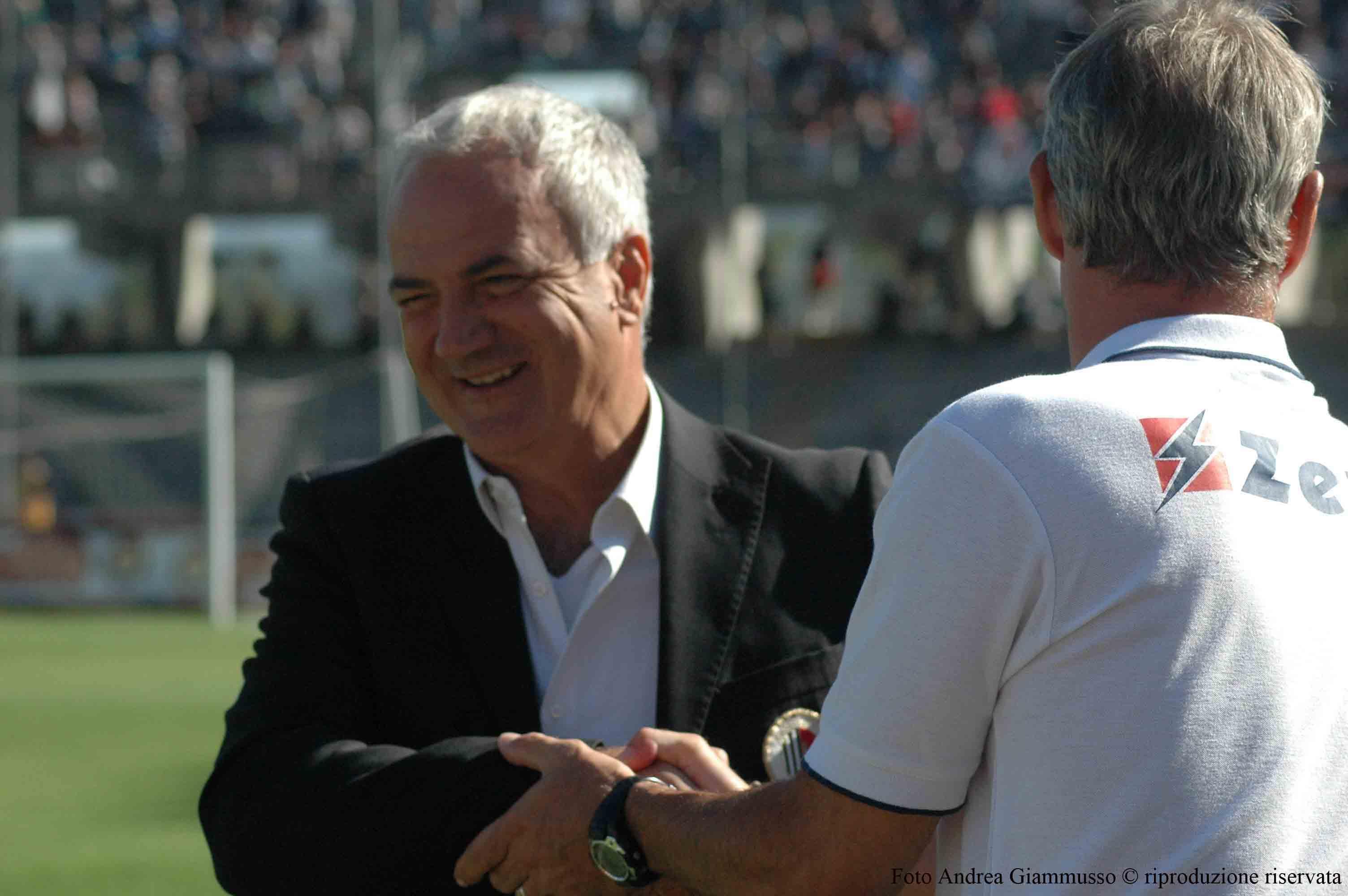 Silva saluta Drago ad inizio gara (Ascoli-Crotone, giammusso)