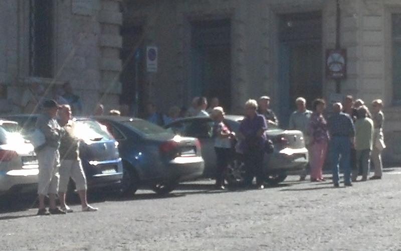 Turisti stranieri in Piazza Simonetti, 16 ottobre