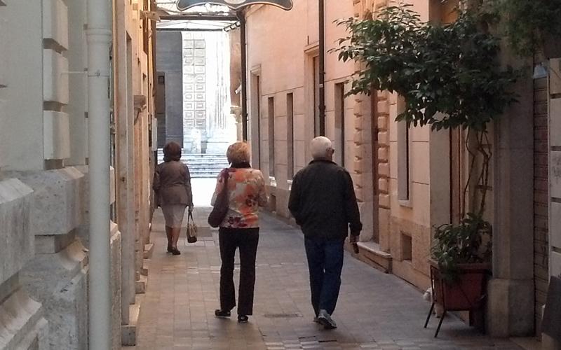 Turisti stranieri verso Piazza del Popolo 16 ottobre