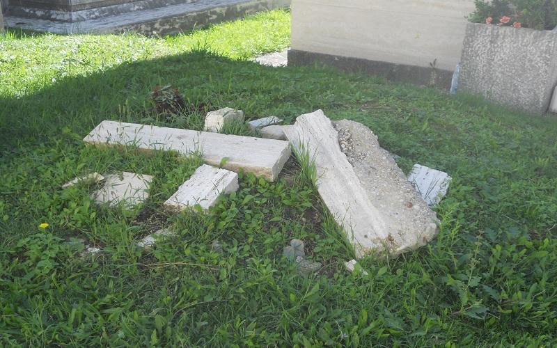 Cimitero: detriti abbandonati