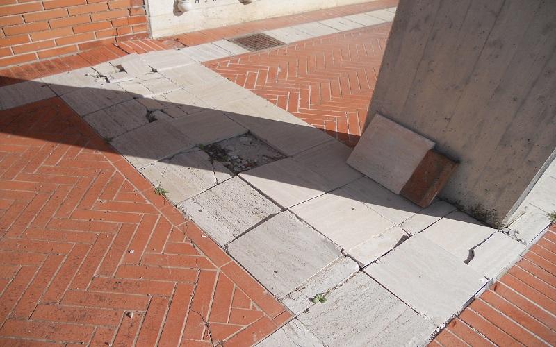 Cimitero: pavimentazione divelta