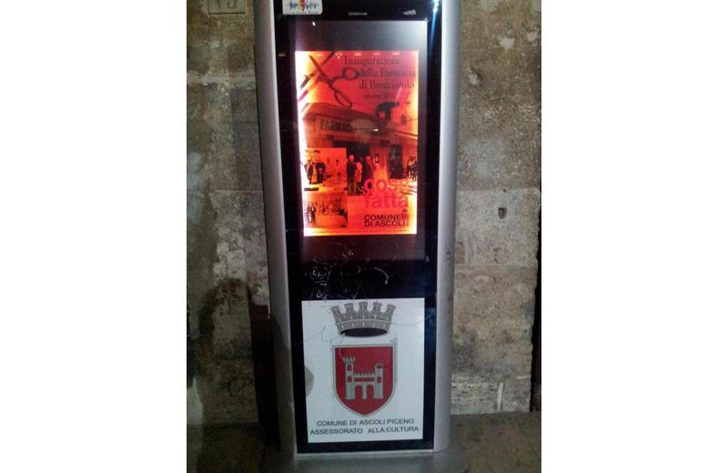 Il totem multimediale in piazza del Popolo