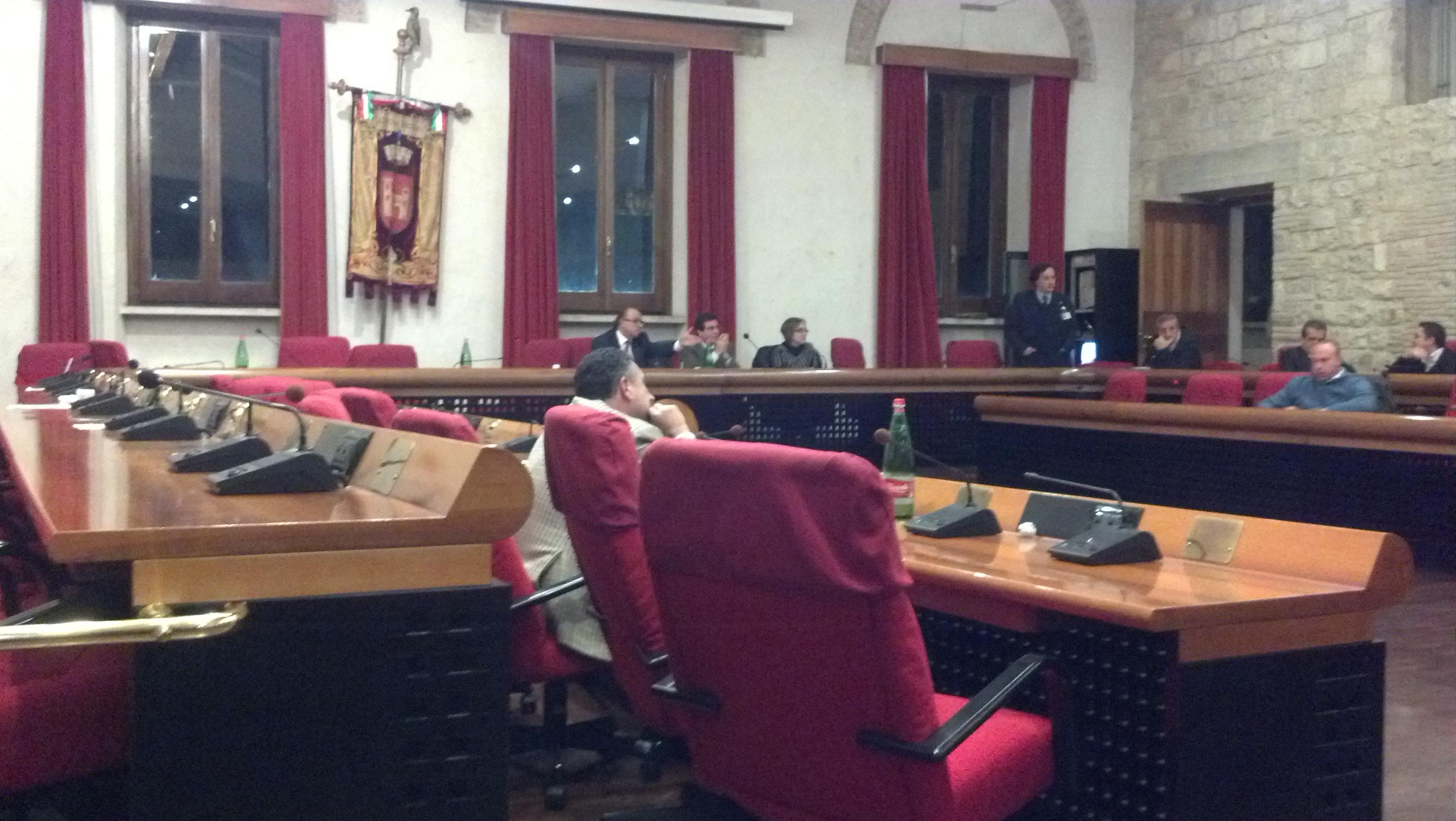 Consiglio comunale del 19 novembre, la maggioranza abbandona i banchi, resta solo Gibellieri e il presidente del Consiglio Trenta a discutere con l'opposizione