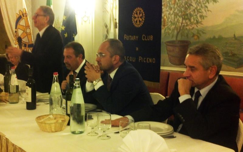 Da sinistra, Pierluigi Cervellati, Stefano Baglioni, Guido Castelli, Luigi Lattanzi durante la serata al Rotary Club