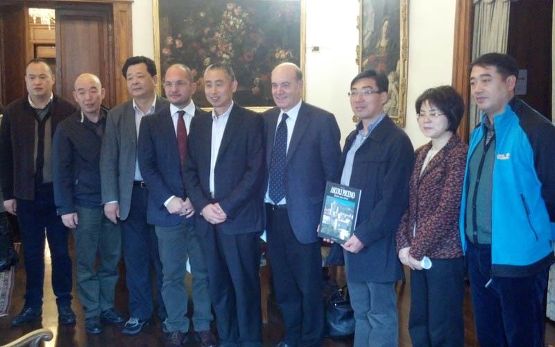 Guido Castelli con la delegazione cinese di Hangzhou