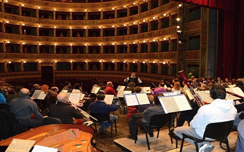 La Filarmonica dell'Adriatico durante le prove al Ventidio Basso (fonte: inabruzzo.it)