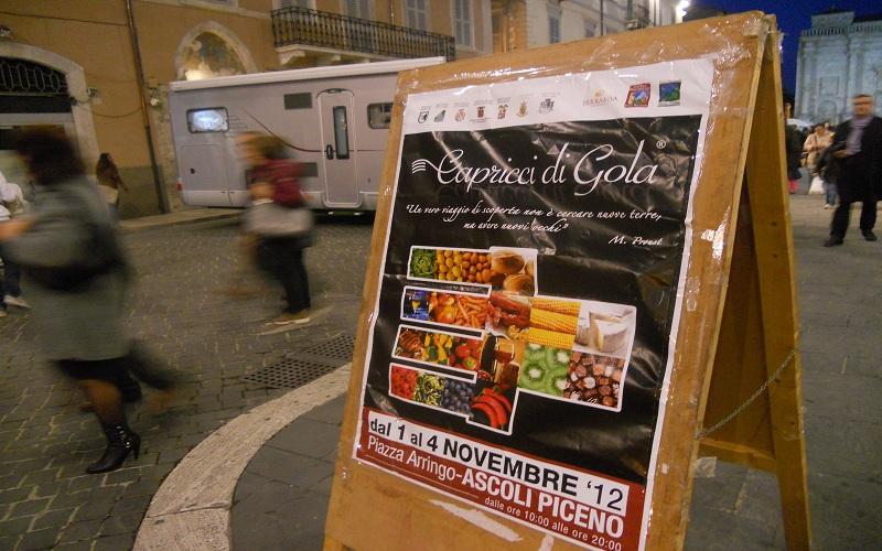 Piazza Arringo: entrata della mostra mercato Capricci di Gola