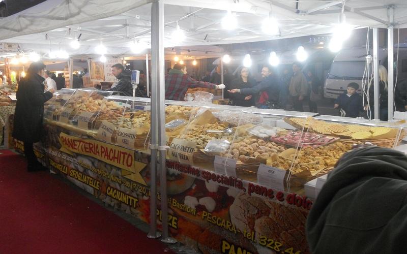 Piazza Arringo: stand di dolciumi