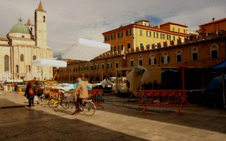 Piazza del Popolo invasa dai mezzi per lo spot Vodafone