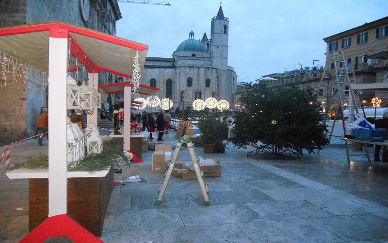Piazza del Popolo: il set in fase di allestimento