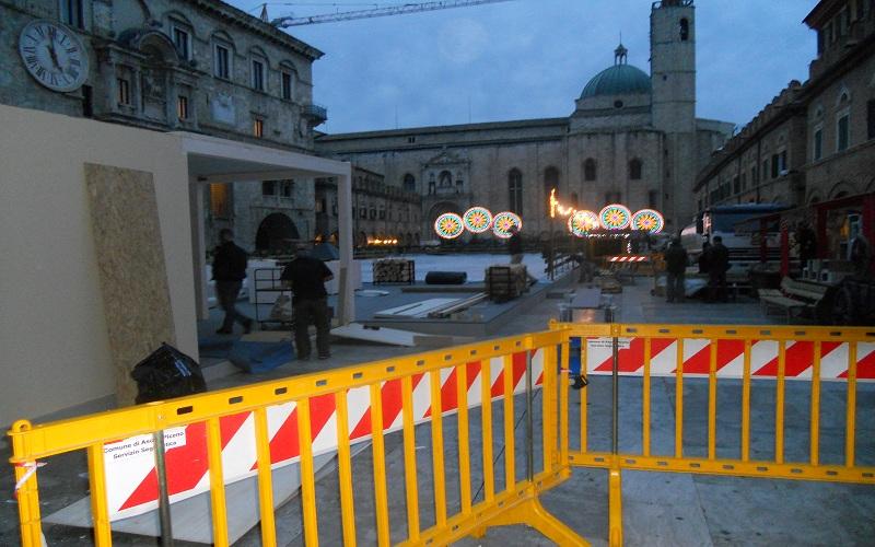 Piazza del Popolo: le transenne bloccano il passaggio