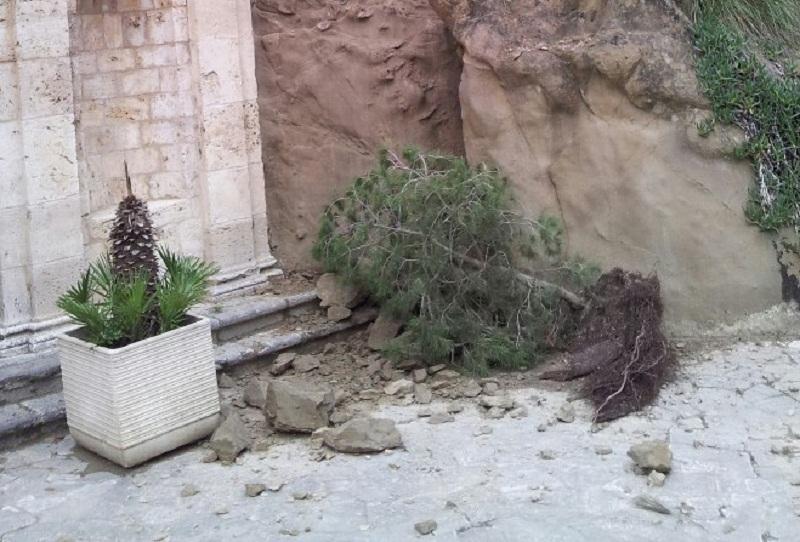 Sant'Emidio alle Grotte, piccolo smottamento (foto saverio di simone)