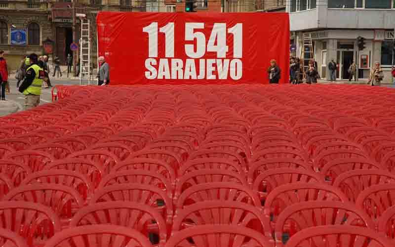 Una foto di Giacomo Scattolini, scattata nel 2012, con il numero delle vittime della guerra jugoslavia a Sarajevo