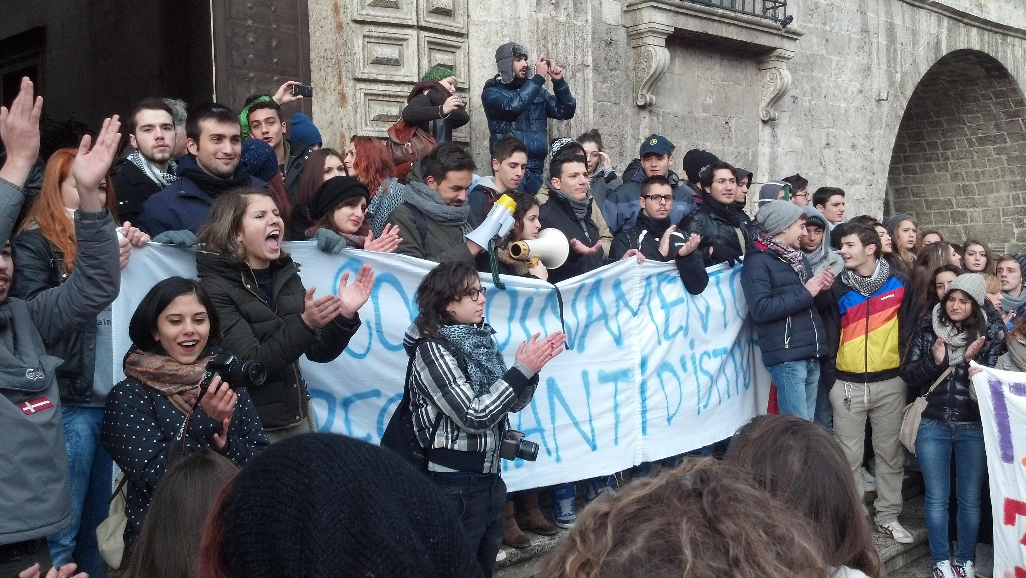 Piazza del Popolo, 3 dicembre, protesta degli studenti