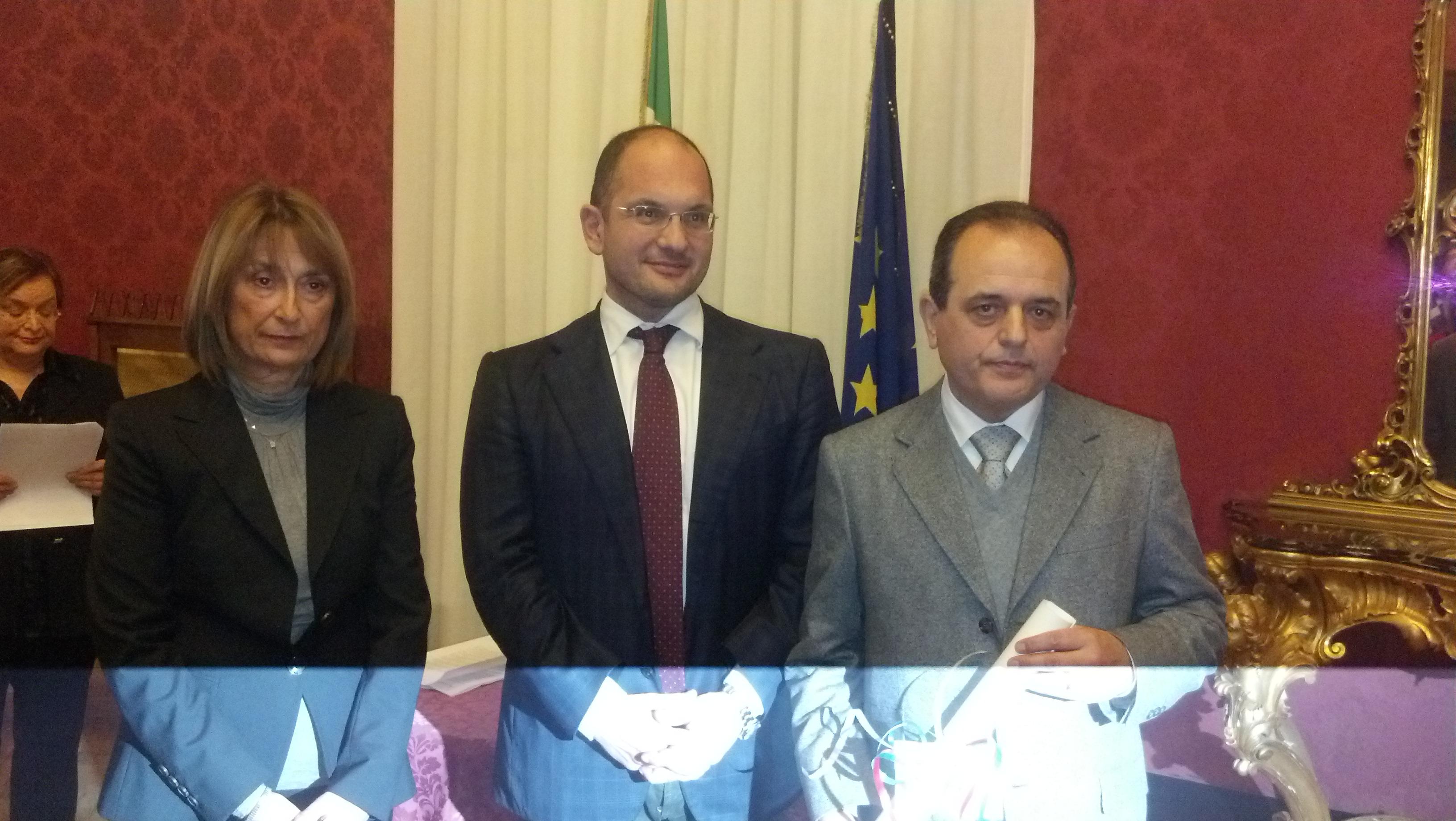 Alberto Amici premiato dal sindaco Castelli col Prefetto Patrizi