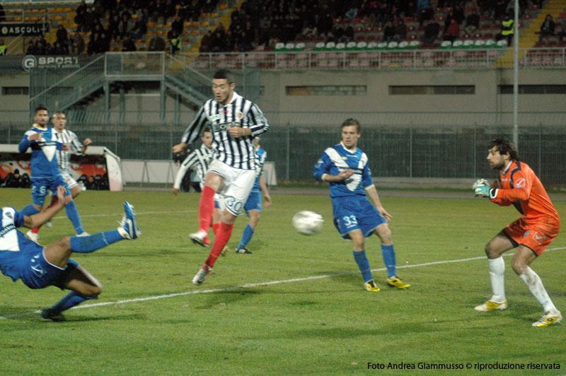 Ascoli-Brescia, Feczesin gira in rete il cross di Scalise, e raddoppia