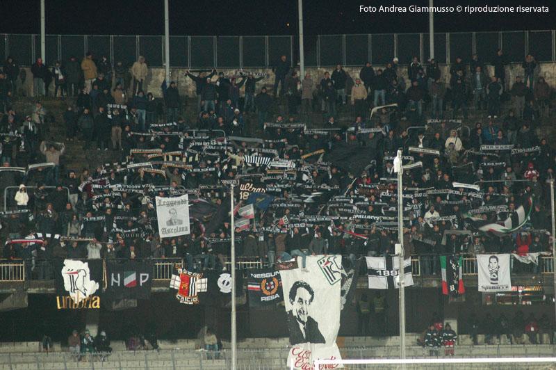 Ascoli-Brescia, sciarpata dei tifosi