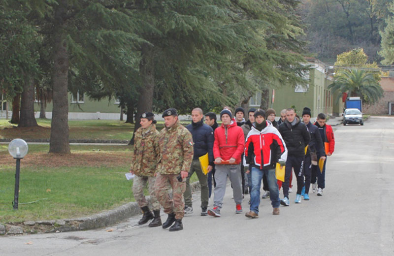 L'arrivo dei volontari nella caserma di Ascoli (archivio)