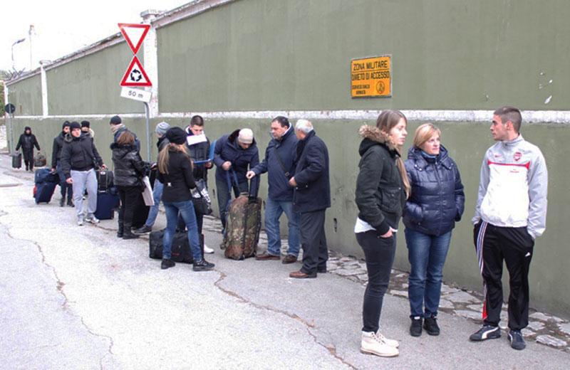 L'arrivo dei volontari nella caserma di Ascoli