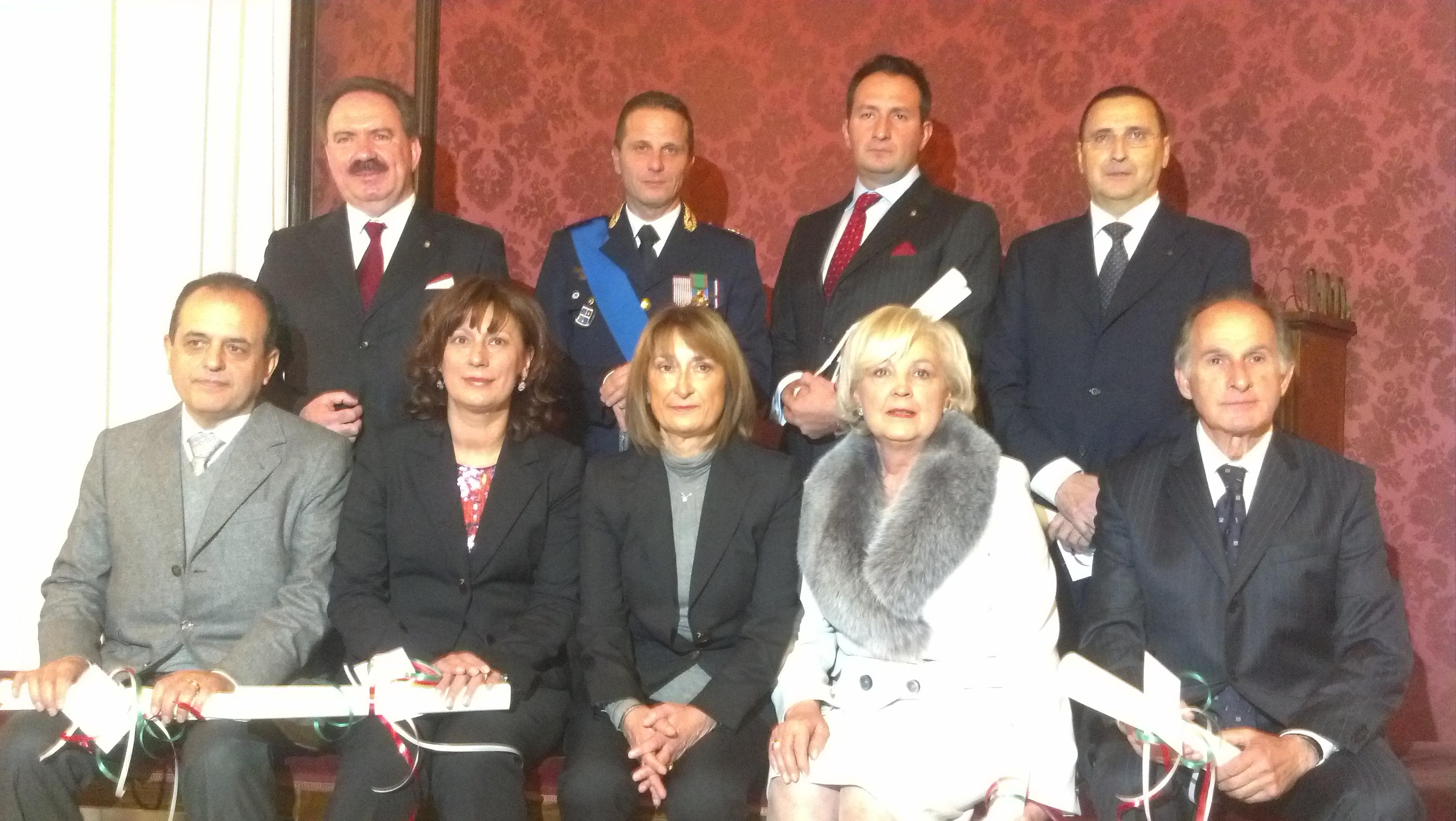 I premiati con al centro, seduta, il Prefetto Graziella Patrizi