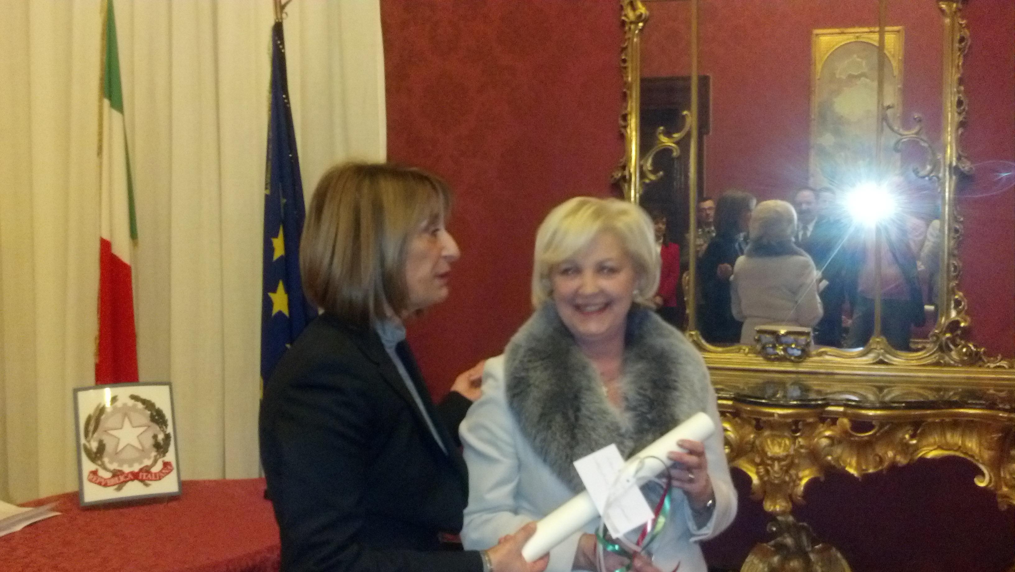 Marisa Marchetti premiata dal prefetto Graziella Patrizi