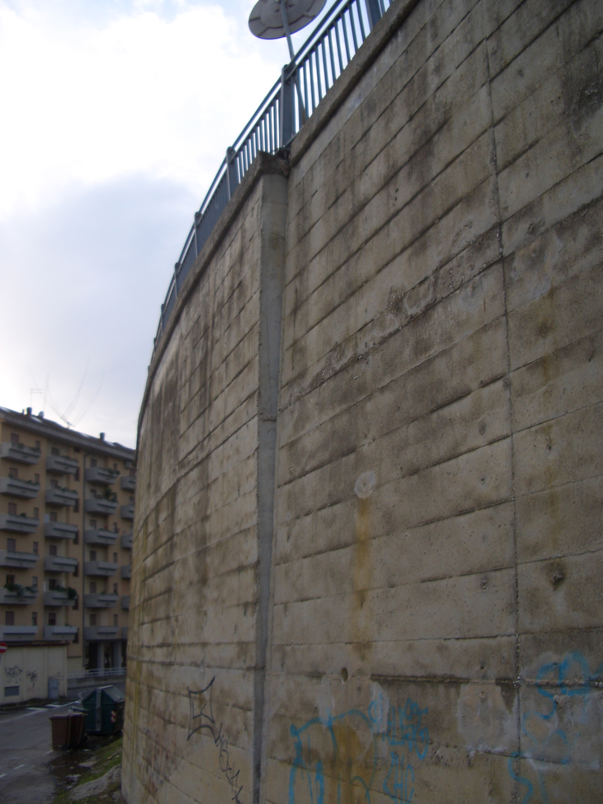 Monticelli, via che sprofonda tra via delle Begonie e Largo dei Fiordalisi 3