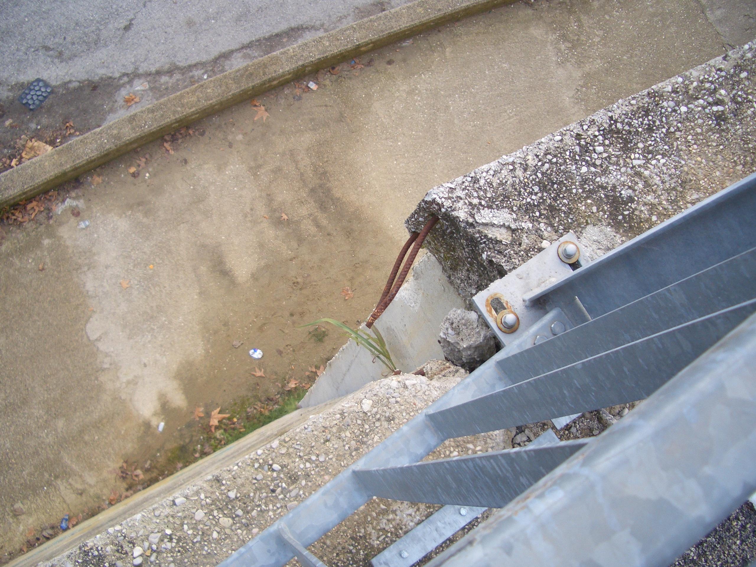 Monticelli, via che sprofonda tra via delle Begonie e Largo dei Fiordalisi 6