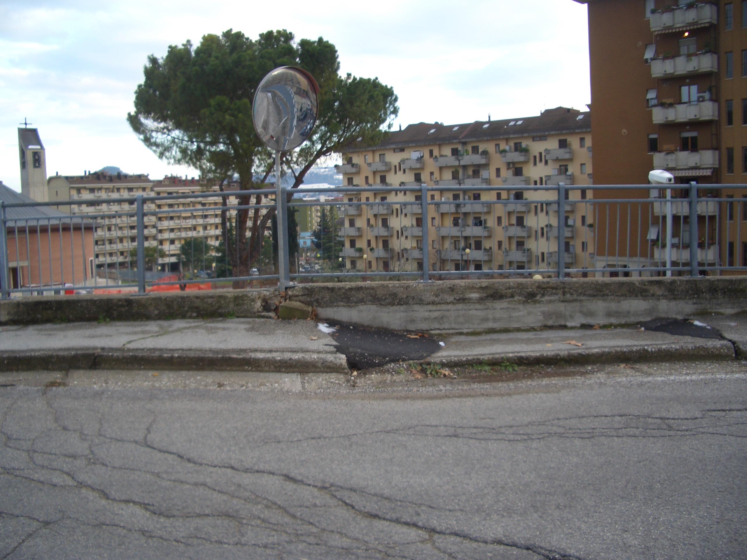 Monticelli, via che sprofonda tra via delle Begonie e Largo dei Fiordalisi 9