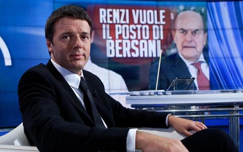 Renzi e, sullo sfondo, Bersani (wired)