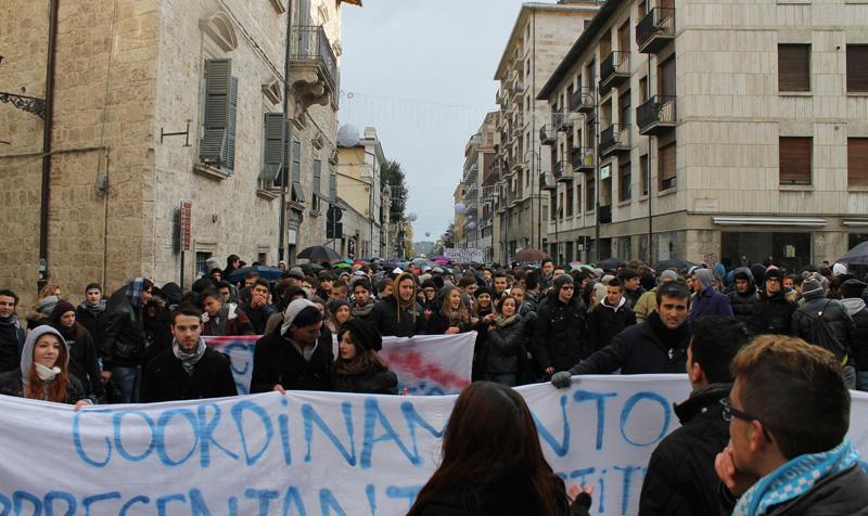 Studenti manifestano ad Ascoli, 3 dicembre 2012