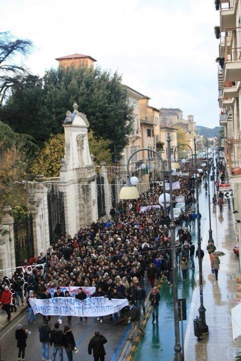 Studenti manifestano in corso Vittorio Emanuele, 3 dicembre