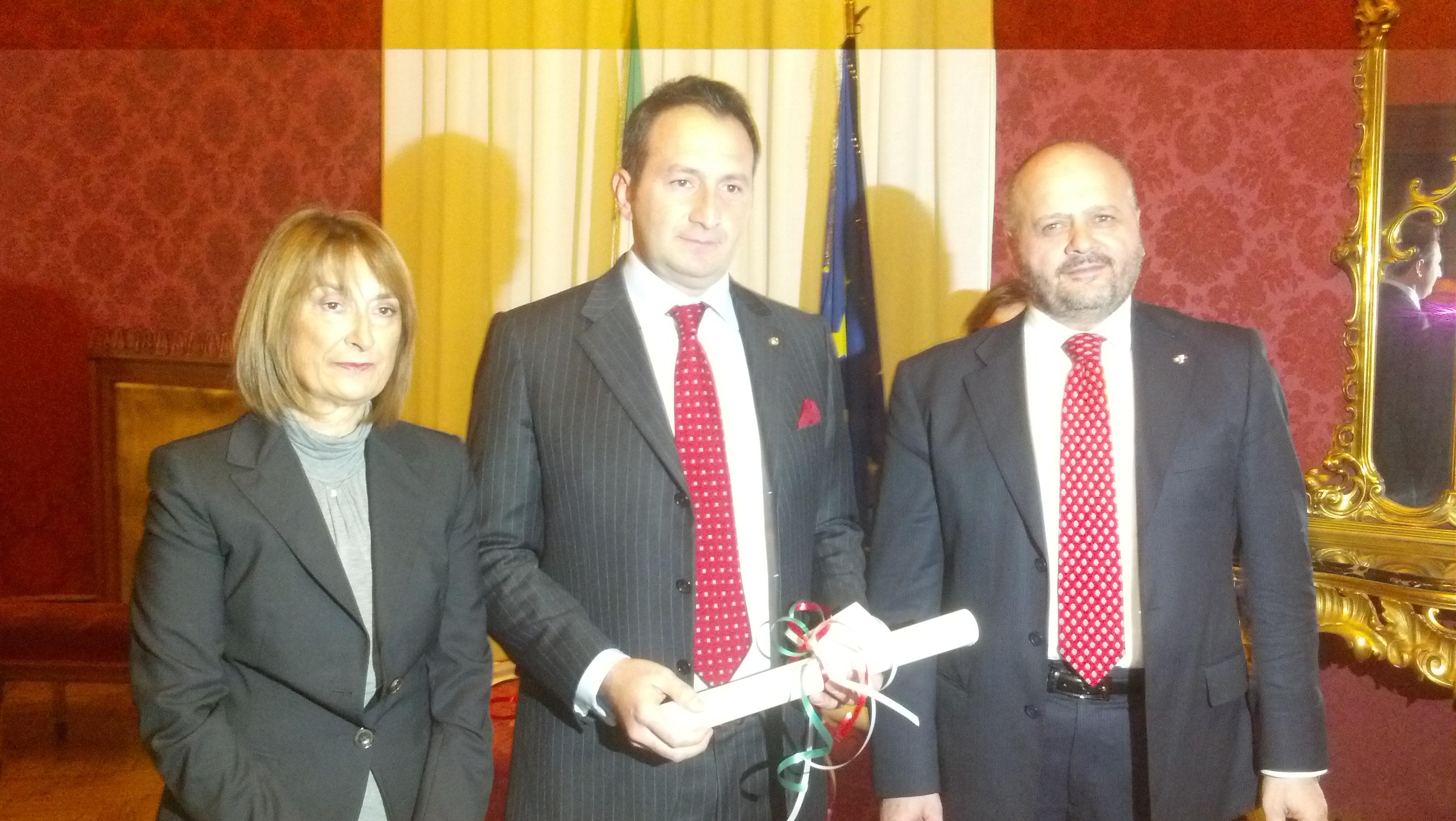 Tablino Campanelli premiato dal sindaco Gaspari assieme al Prefetto Graziella Patrizi