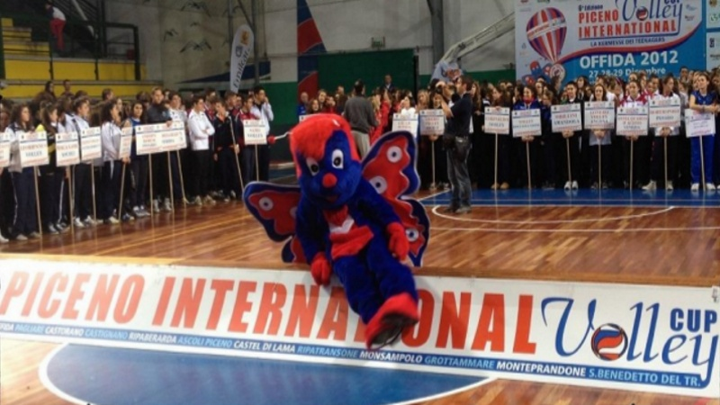 Un momento della cerimonia di premiazione del Piceno International Volley Cup