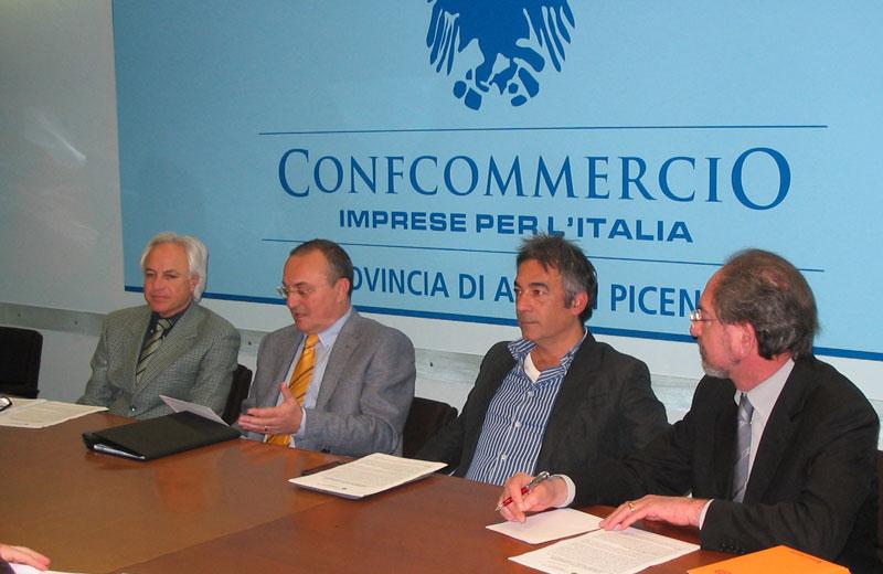 La conferenza stampa di Confcommercio