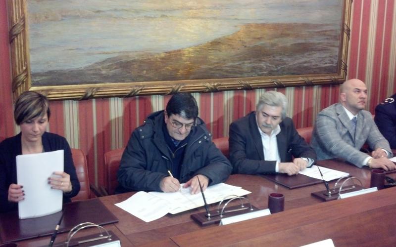 I rappresentanti dei comuni della Vallata firmano il protocollo per la sicurezza in Prefettura