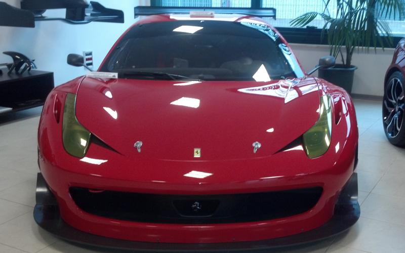Una Ferrari la cui composizione di carbonio è stata realizzata alla Hp Composites