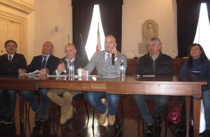 Valerio Lucciarini e la giunta offidana al completo
