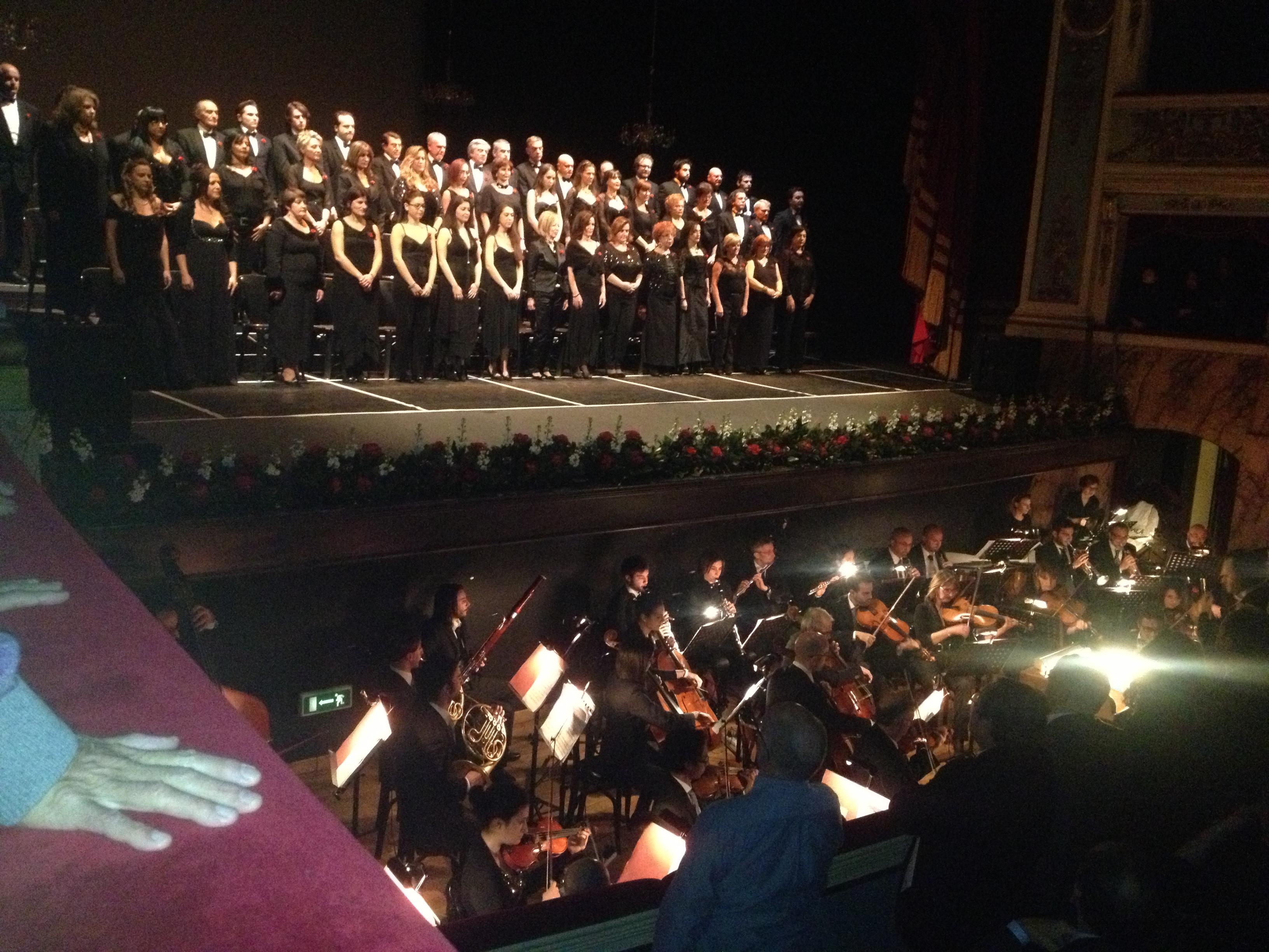 Gran Concerto di Capodanno, coro ventidio basso e orchestra