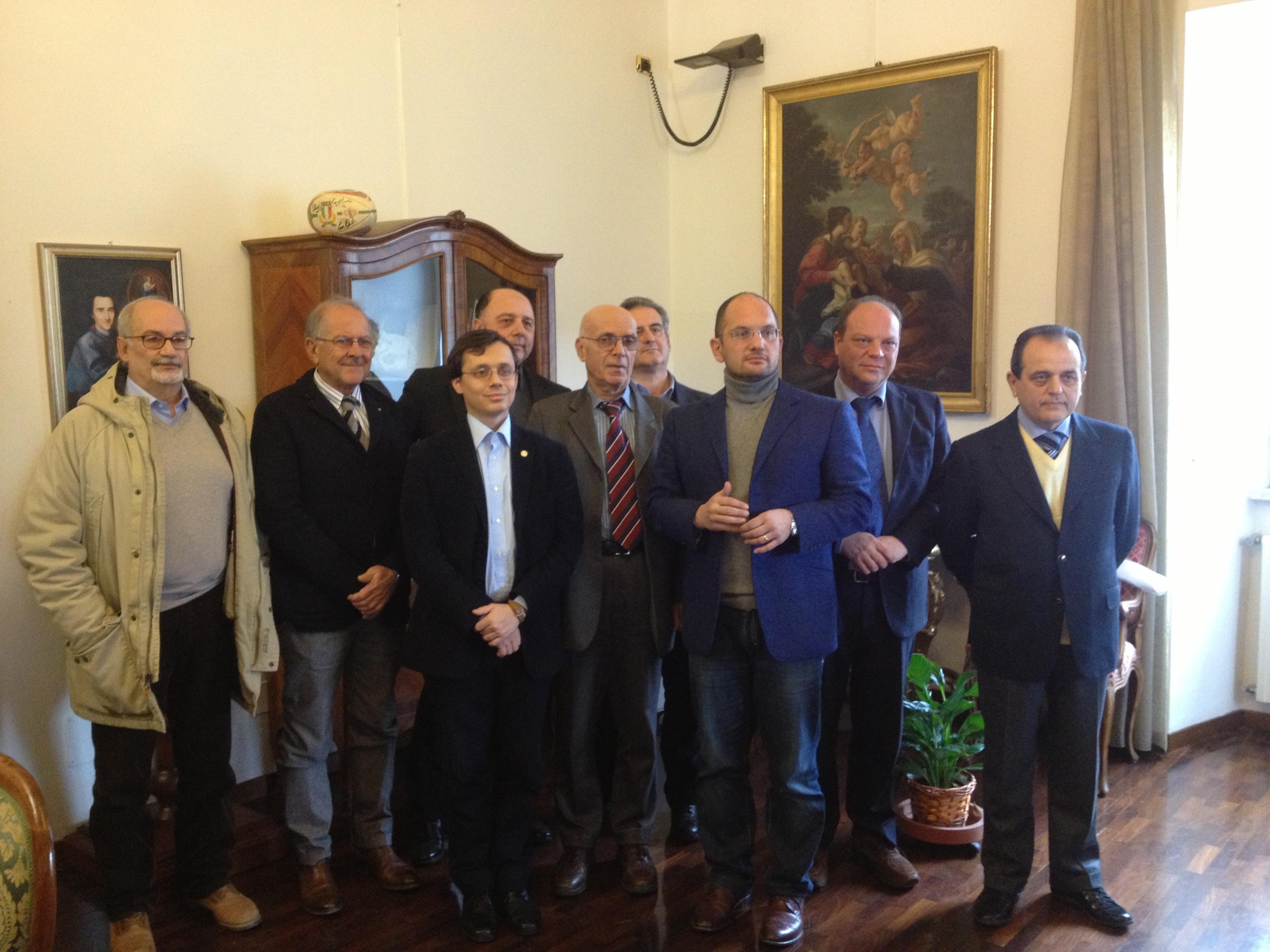 Foto di gruppo in occasione della presentazione del nuovo dispositivo a distanza, tra gli altri Guido Castelli e Bruno Bucciarelli