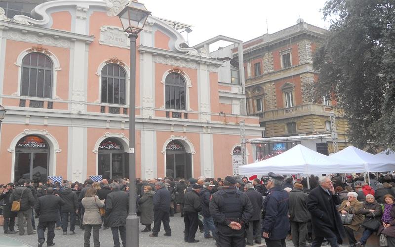 Ambra Jovinelli, piazza Guglielmo Pepe