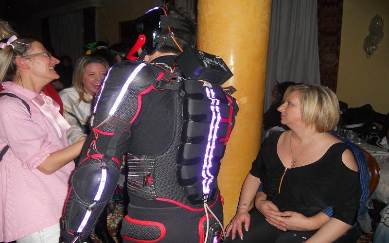 Tron Legacy: la maschera hi-tech in continuo movimento