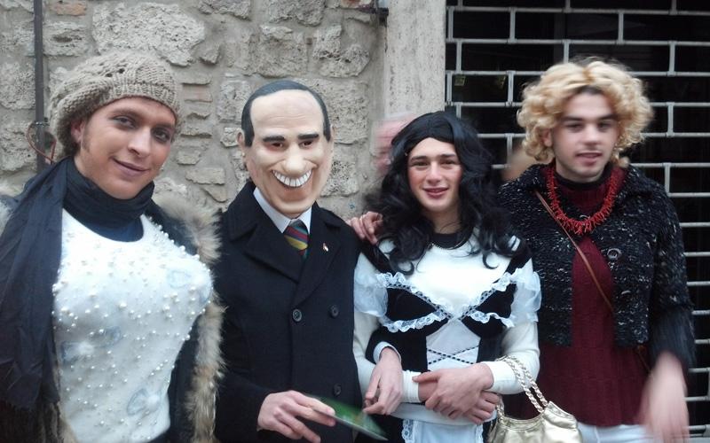 Carnevale ascolano 2013 (19) Silvio e le sue belle