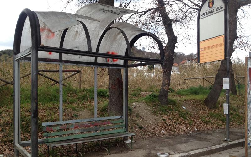 La fermata dell'autobus a Brecciarolo