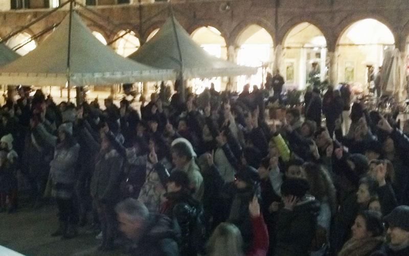 One billion rising in Piazza del Popolo, Ascoli Piceno, 14 febbraio 2013