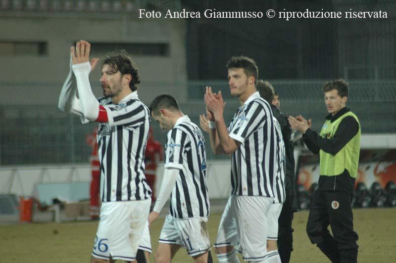 Peccarisi e Prestia salutano i tifosi al termine di Ascoli-Lanciano