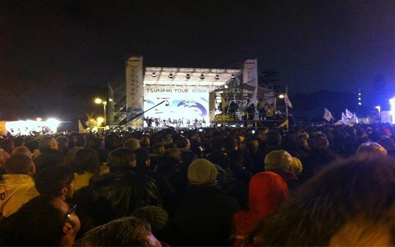 Piazza S. Giovanni, comizio di Beppe Grillo (fonte: Twitter)