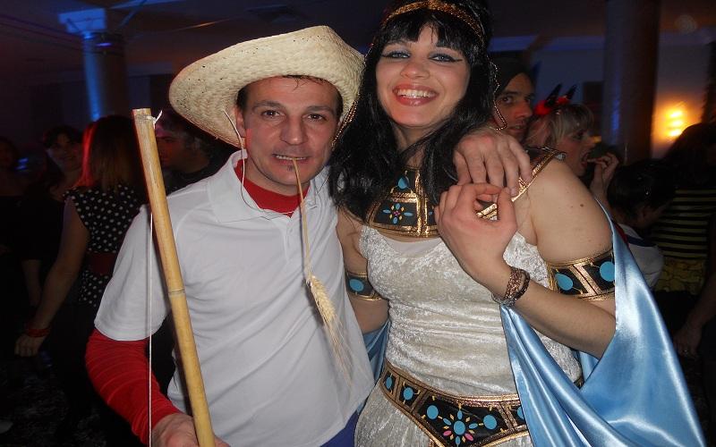 ...e dopo vari tentativi Cleopatra abbocca all'amo...